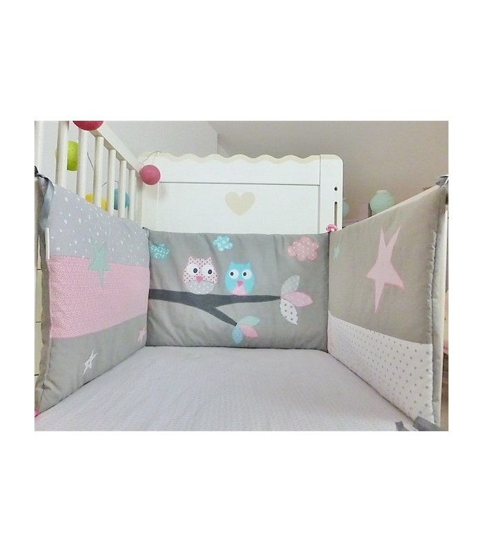 """Tour de lit """"Hiboux sur la branche"""" gris souris, bleu blanc rose"""